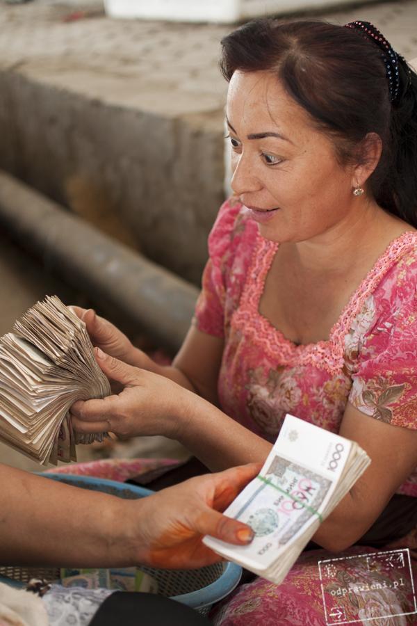 Pieniądze w Uzbekistabnie